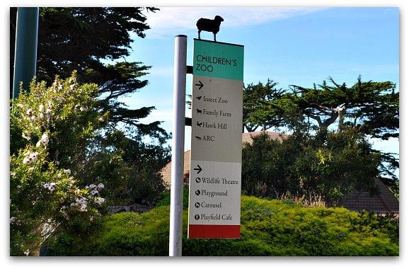 children's zoo sign
