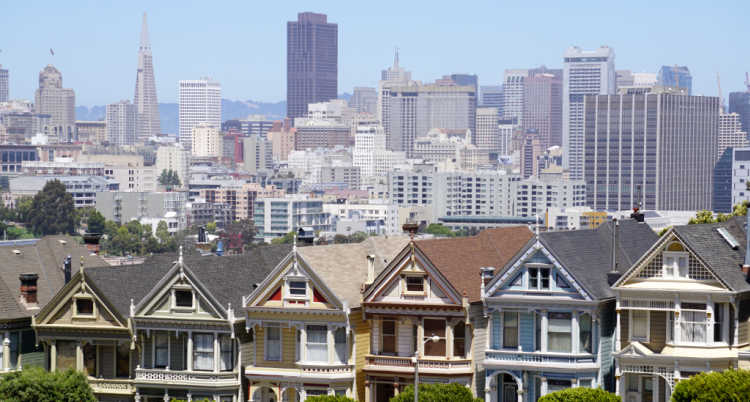 Downtown SF with the Painted Ladies in the foreground
