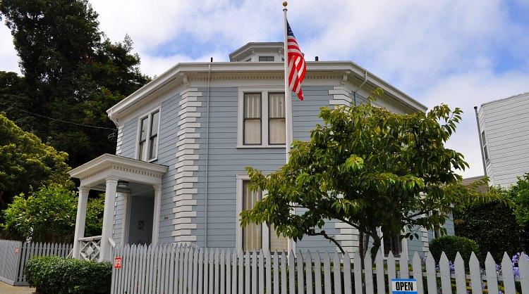exterior octagon house