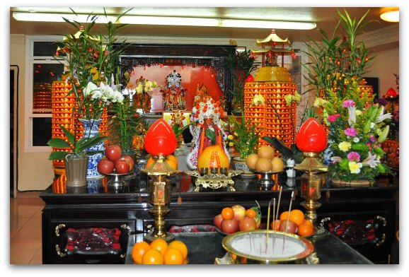 inside chinatown temple