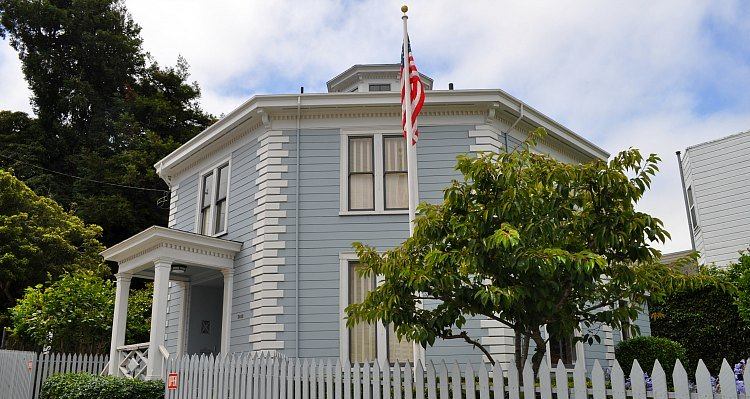 Cow Hollow Octagon House in San Francisco