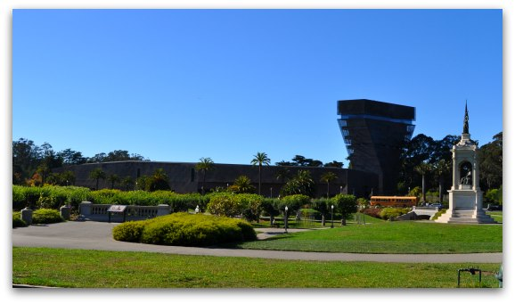 The deYoung fine arts museum in San Francisco's Golden Gate Park
