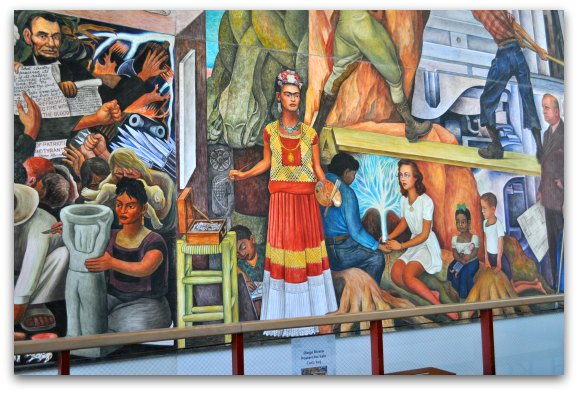 Frida Kahlo in Diego mural