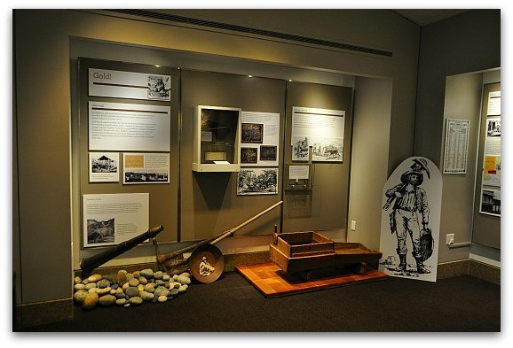 An exhibit showing the history of the gold rush time in California.