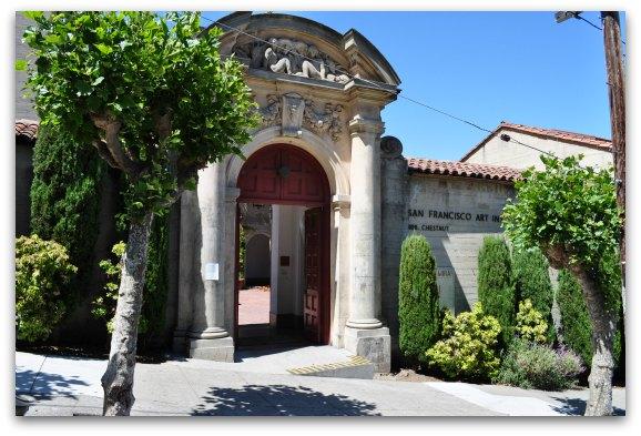 The entrance to the SFAI school
