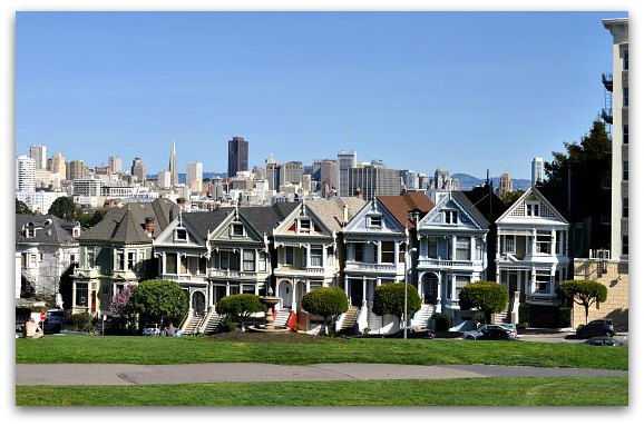 The famous painted ladies of Alamo Square in San Francisco