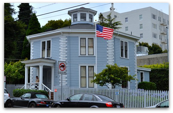 The outside of the Octagon House in San Francisco