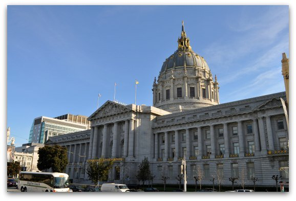 The outside of San Francisco's City Hall